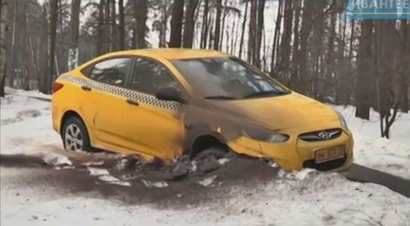 Машина такси в лесу