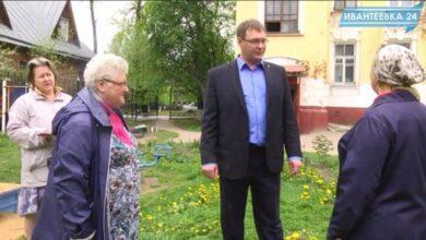 Дмитрий Мишичкин с бабушками