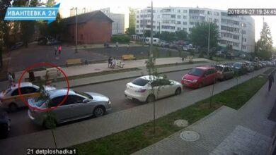 Photo of ДТП с ребенком во дворе дома попало на камеру наблюдения