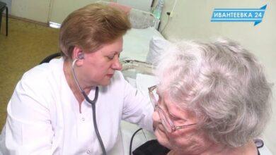 терапевт принимает пациента