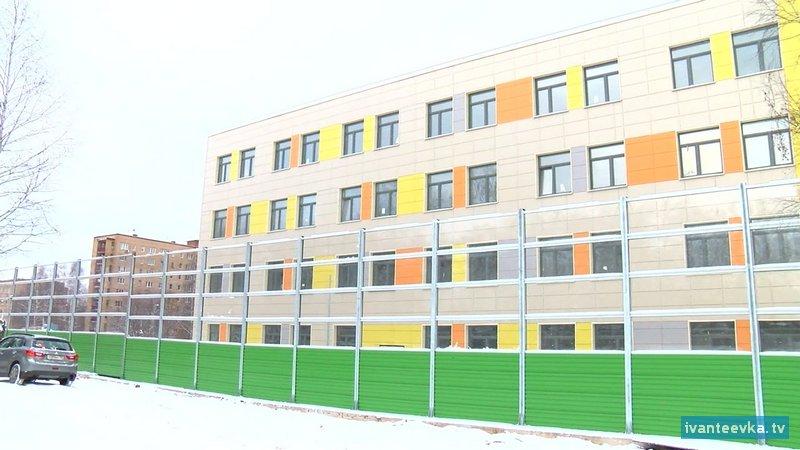 Школа на Детской зима