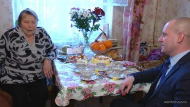 Photo of Глава города поздравил Елизавету Ефимовну Васильеву с 90-летием