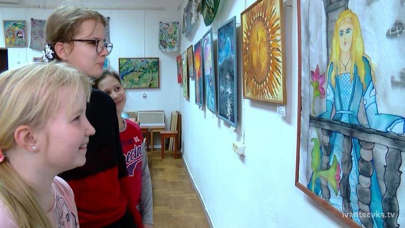 Выставка росписи по ткани в Художественной школе