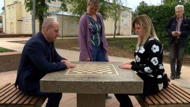 шахматный столик в сквере