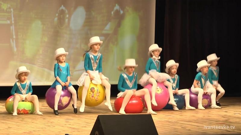 Цирковой коллектив «Шари-вари» удивляет зрителей