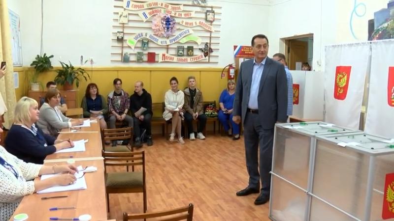 Депутат Московской областной Думы Сергей Керселян посетил избирательные участки в Ивантеевке. 00 01 35
