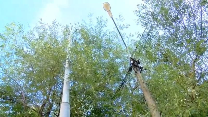 Новые опоры освещения появляются в городских дворах. 00 00 02