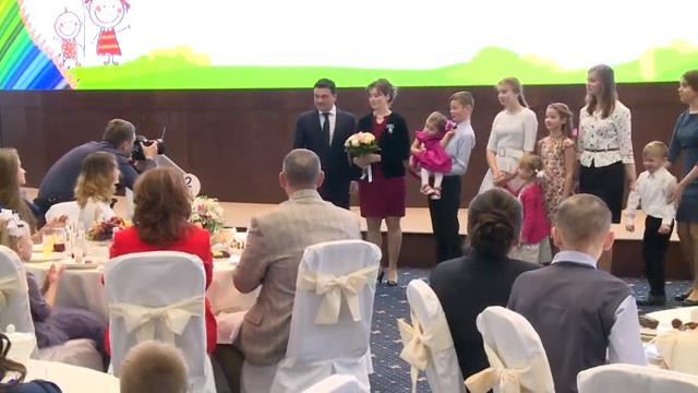 Губернатор поздравил женщин Подмосковья с Днём матери 00 00 13
