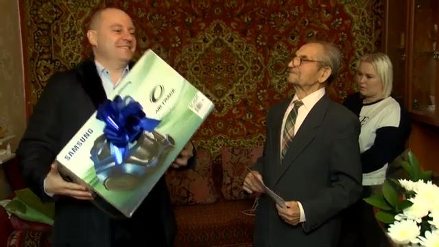Максим Красноцветов поздравил Николая Абросимова с 95 летним юбилеем 00 00 05
