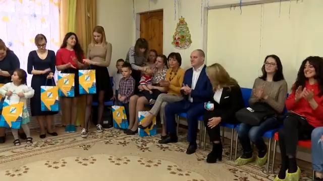 Максим Красноцветов поздравил воспитанников социально реабилитационного центра  Теремок  00 01 39