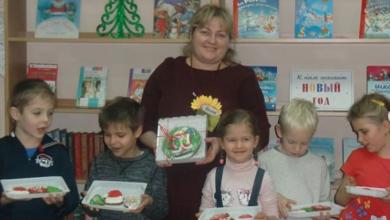 Photo of Накануне новогодних праздников в библиотеке-филиале №2 прошёл «сладкий» мастер-класс: «Роспись новогодних пряников»