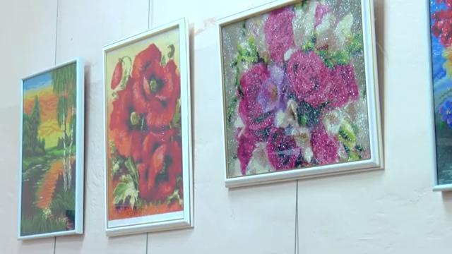 В библиотеке филиале номер 2 открылись две персональные выставки мастеров рукоделия 00 00 04