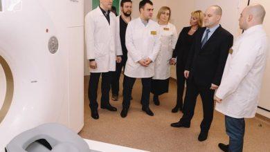 Photo of Максим Красноцветов ознакомился с работой нового оборудования центральной больницы