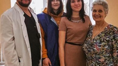 Photo of Молодогвардейцы совместно с коллегами из партии «Единая Россия» поздравили с наступающими праздниками пациентов ЦГБ
