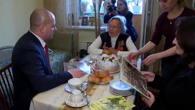 Максим Красноцветов побывал в гостях у ветерана Сталинградской битвы 99 летней Варвары Ильинской 00 00 38