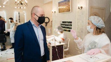 Photo of Глава Ивантеевки Максим Красноцветов проверил соблюдение санитарных требований на предприятиях сферы услуг