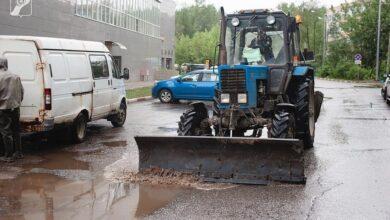 Photo of Городские службы в ручном режиме устраняют последствия ливневых дождей