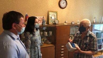 Photo of Волонтеры молодогвардейцы оказывают помощь ветеранам ВОВ