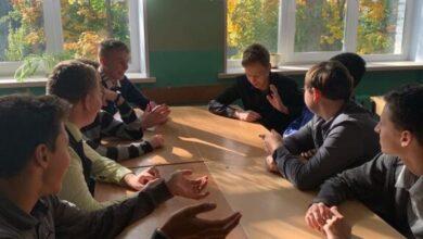 Photo of Сотрудники КМДЦ «АктИв» провели во всех школах Ивантеевки первый тур интеллектуальной игры по географии «Что? Где? Когда?»