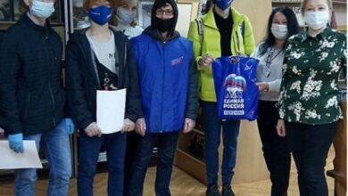 Photo of Ребята из МГЕР поздравили сотрудников библиотеки с праздником!