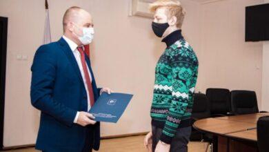 Photo of Сегодня глава города Максим Красноцветов вручил ключи юному ивантеевцу!