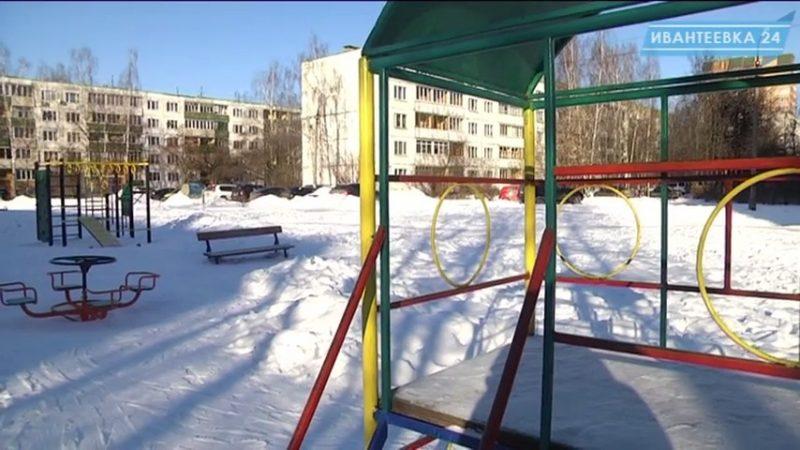 Игровая площадка зимой
