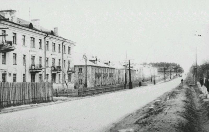 Первомайская улица от площади в сторону Питомника